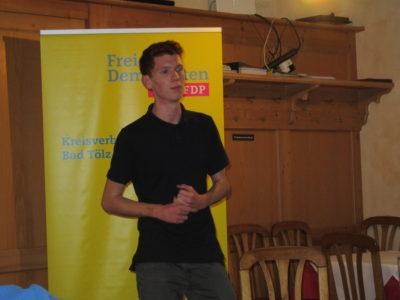 stellvertretende Juli-Vorsitzende von Oberbayern Simon Roloff aus Bichl eröffnen die Veranstaltung
